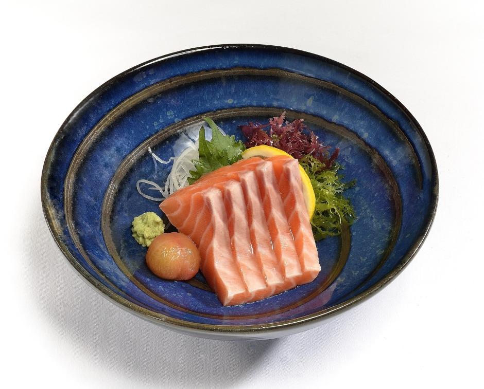 salmon-sashimi-2186542_1920.jpg